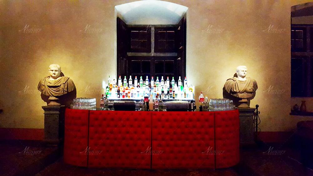 Red Chesterfield Bar: Bancone bar lussurioso