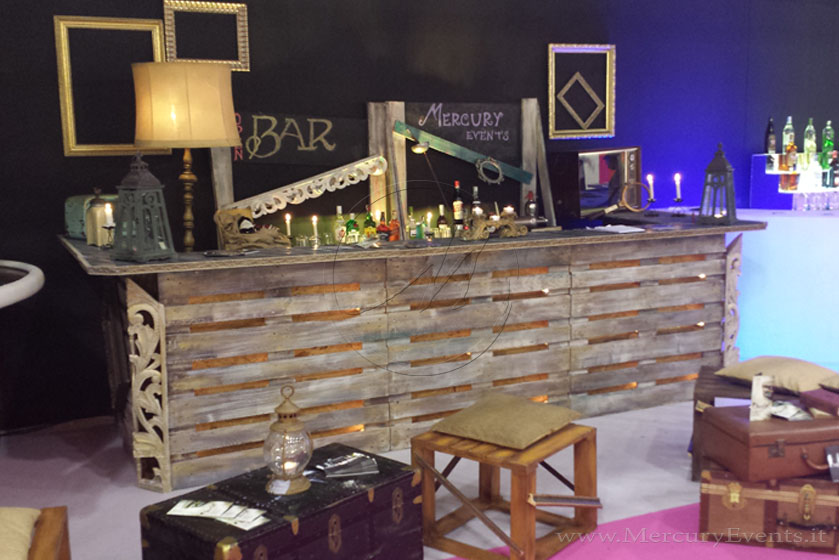 Arredamento bar con bancali ya17 regardsdefemmes for Bancone bar casa