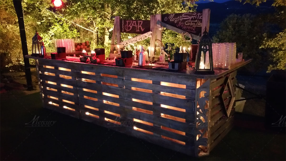 Bancone bar pallet ya61 regardsdefemmes for Recinzioni con bancali