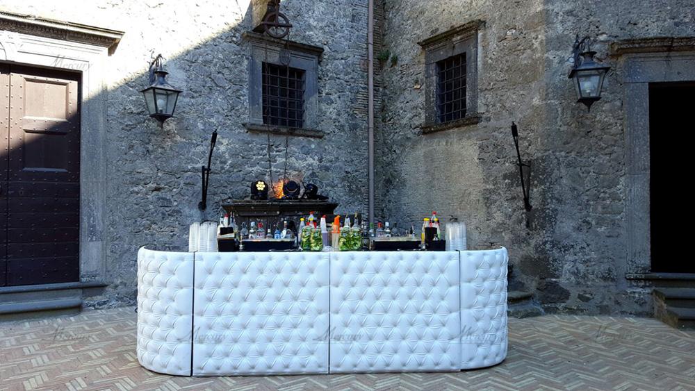 white chesterfield bancone bar