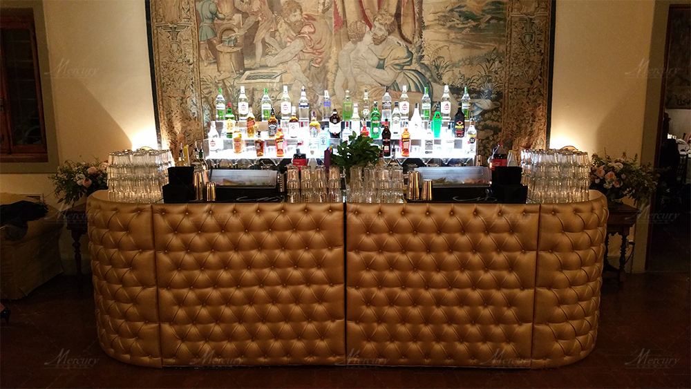gold chesterfield bancone bar