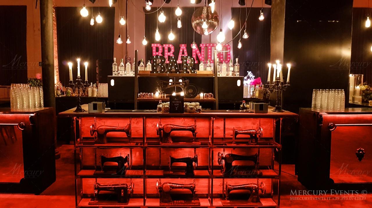 Madeleine Bar: Bancone Bar stile anni 20