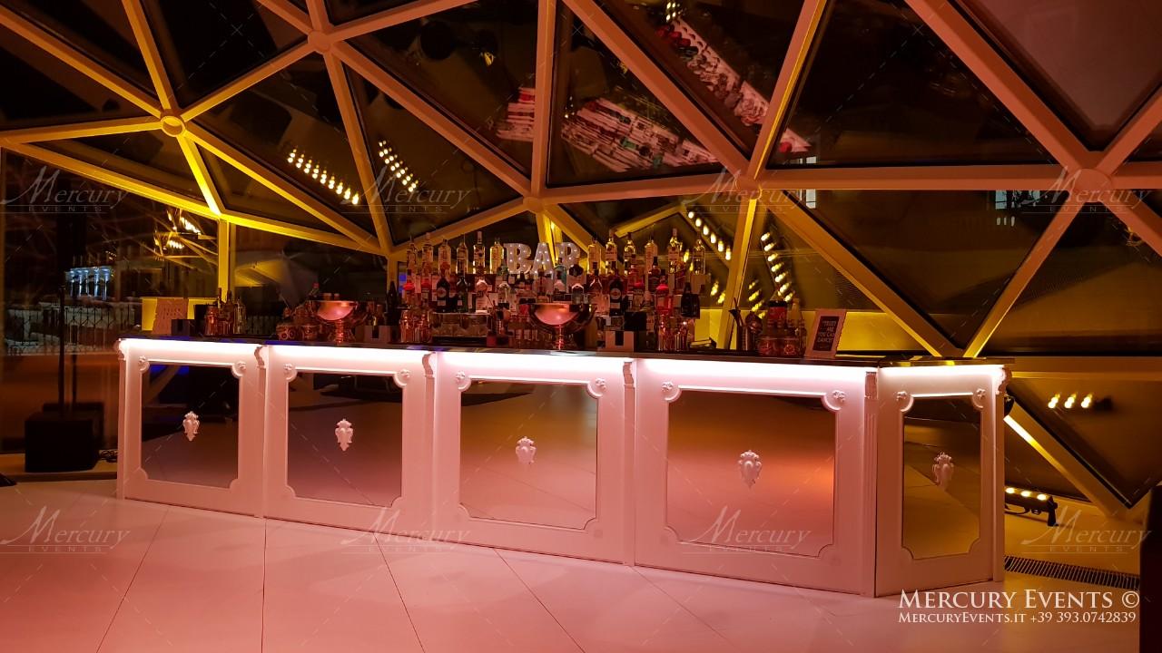 bar design in stile provenzale in legno