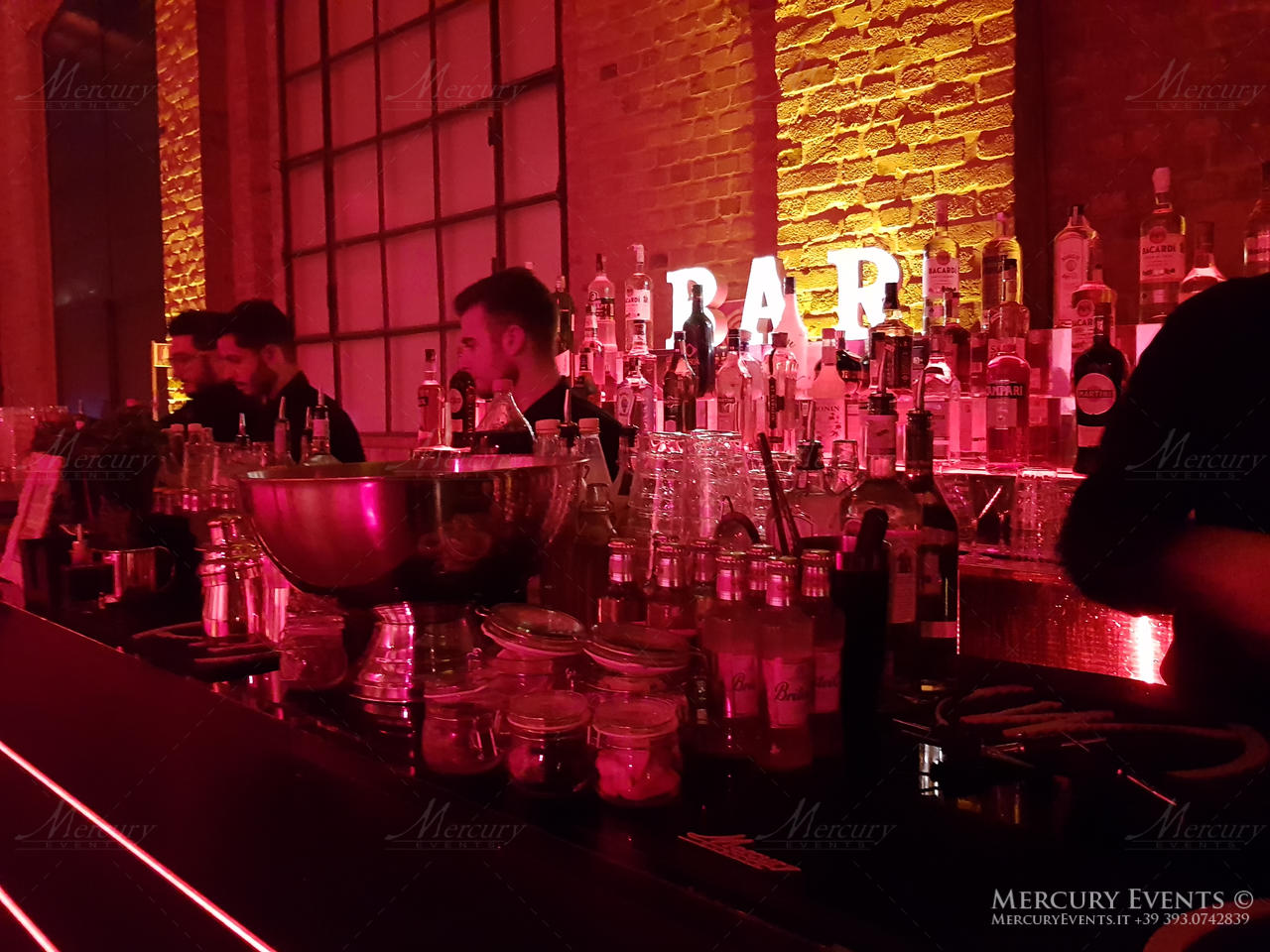 Nuova Jaguar ePace - Area 56 - Open bar Cocktail